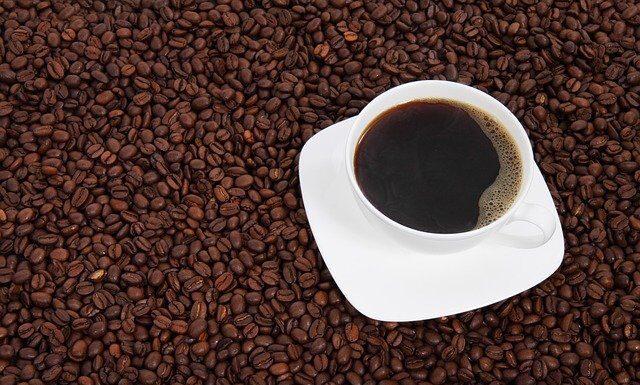 Filiżanka kawy ma wiele właściwości prozdrowotnych